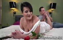 Curvy gilf gets pussy licked