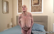 Huge tit gilf gets pussy licked
